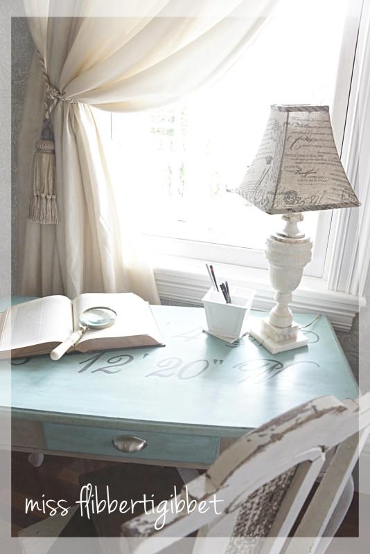 longitude desk 8